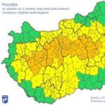 Itt a narancs riasztás, eleredt az eső Budapesten – térkép