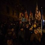 Videó: A rendőrök lefogtak egy tüntetőt az Alkotmány utcában