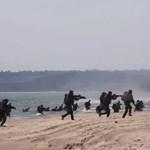 Videó: Így néz ki most egy NATO-partraszállás