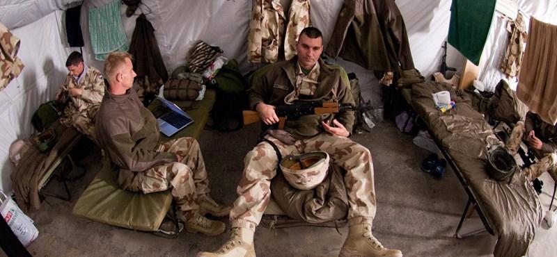 A nap képe: pihenő magyar katonák Afganisztánban