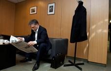 A mémgyárosok megfejtették Orbán furcsa, hajlongós fotójának titkát