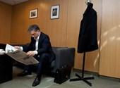 """""""Megfejtették"""" Orbán furcsa, hajlongós fotójának titkát"""