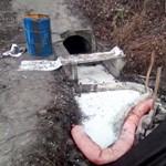 Szerdán ismét nagy mennyiségű olaj jelent meg a szigetszentmiklósi csatornánál