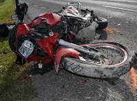 Vádat emeltek az autós ellen, aki ittasan vezetve két motoros halálát okozta Dusnoknál