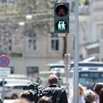 Bécsben a jelzőlámpák is toleránsak már – fotók
