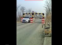 Enyhén szólva is rémisztőek a kínai közúti kapuk – videó