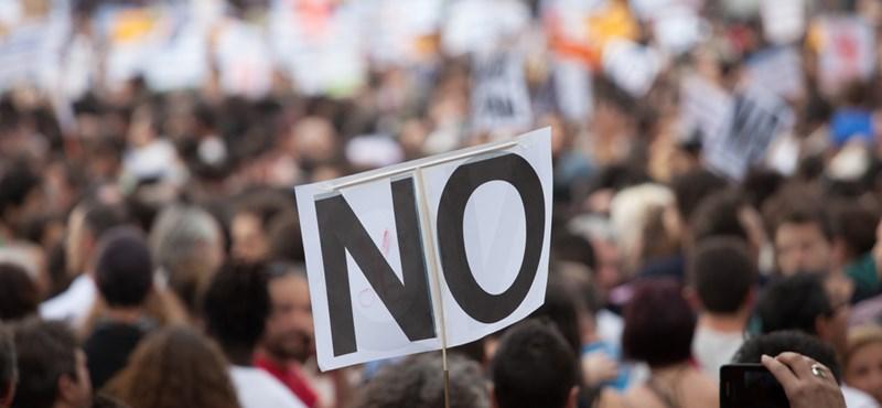 """""""Szabad diszkó, szabad egyetem!"""" - bulit tartanak a Kossuth téren tüntetők"""