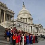 Fantomnők bukkantak fel egy kongresszusi csoportképen - fotó