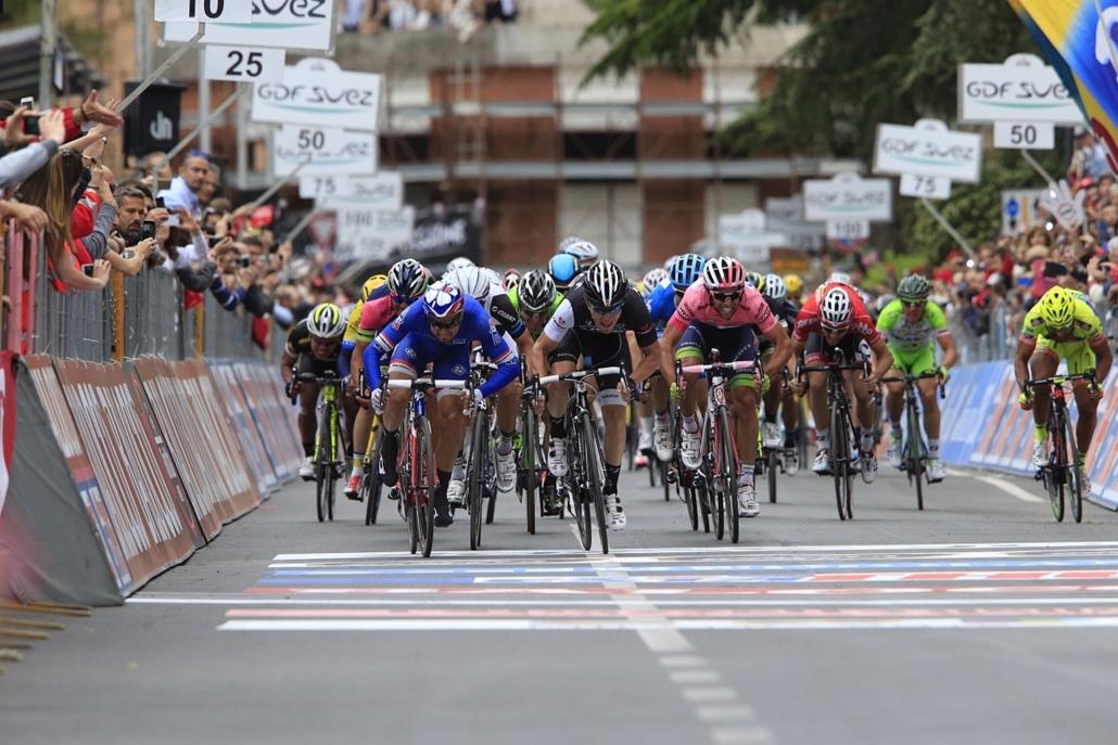 afp.14.05.16. - Foligno, Olaszország: befutó a 97. Giro d'Italia 7. szakaszán. - 7képei nagyítás