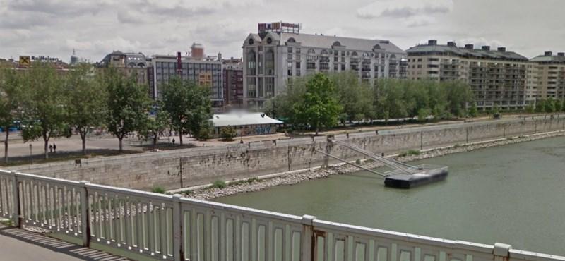 Duna-partra zuhant embert mentenek a Boráros térnél