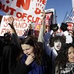 Tömegesen hagyják ott az egyetemeket és főiskolákat a brit diákok