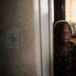Halott fia hitele miatt lakoltatnák ki a 93 éves nénit – Nagyítás-fotógaléria