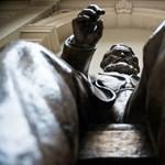 Elvitték a Marx-szobrot a Corvinus aulájából