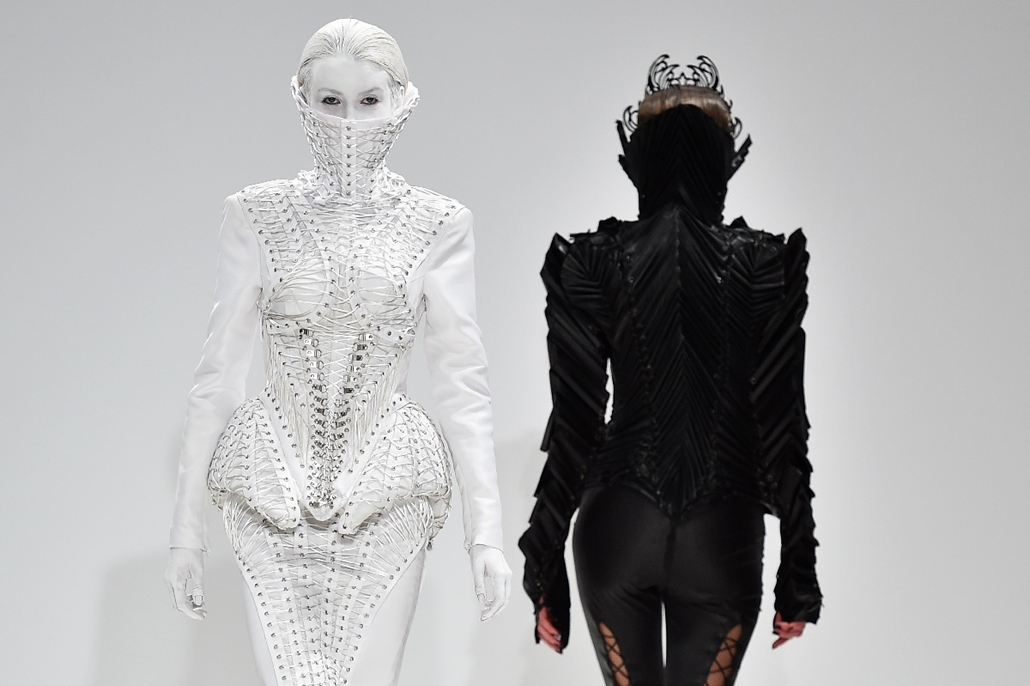 afp.15.02.24. - London, Egyesült Királyság: modellek a szerb tervező, Marko Mitanovski ruháiban a Londoni Divathéten - 7képei