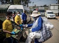 Afrikában már zaklatják a járványért felelősnek tartott európaiakat