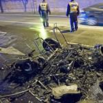 Fotó: Porrá égett egy kétüléses kocsi a Fiumei úton