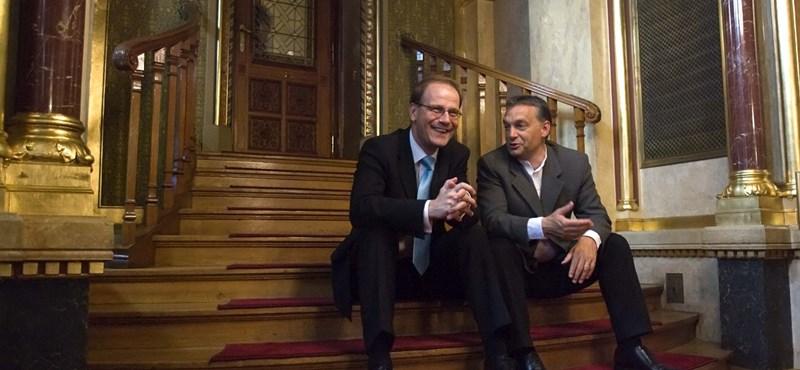 Orbánt bosszantja a csörtéket kerülő Navracsics