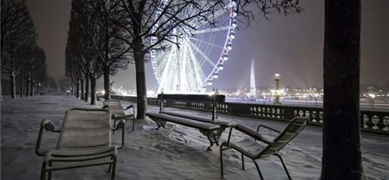Megbénult a havazásban Párizs és környéke, javulás egyelőre nem várható