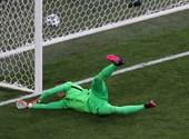 Egy átaludt félidő után feléledt a lengyel válogatott, majd ember- és gólhátrányba került a szlovákok ellen – percről percre a foci-Eb negyedik napjáról