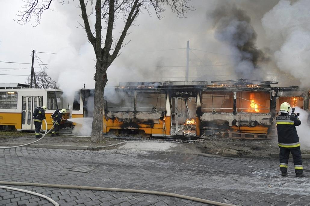 mti. 2014.01.16. lángoló villamos, Budapest