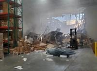 Videó: Felvette a kamera, ahogy raktárba csapódik egy F-16-os repülőgép