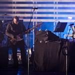 Turnéra indul és új dalokat ír a Massive Attack