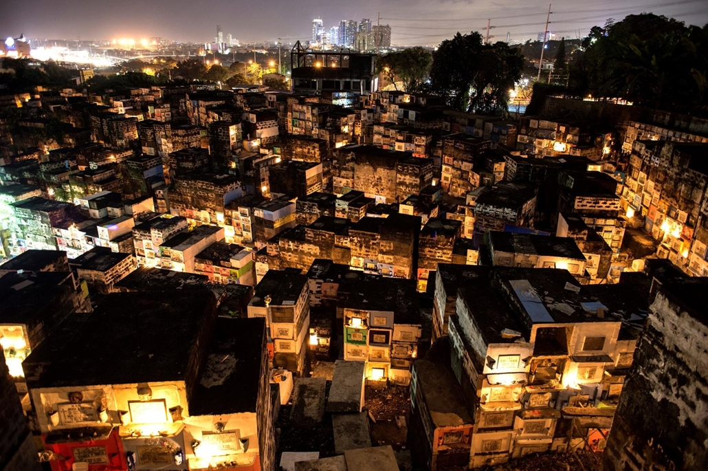 afp.16.10.31. Halottak napja mindenszentek nagyítás Mindenszentek a Fülöp-szigeteken.