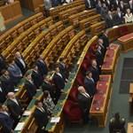 Lesz következménye, ha kígyóznak a sorok a választáskor – újabb törvényt fogadtak el