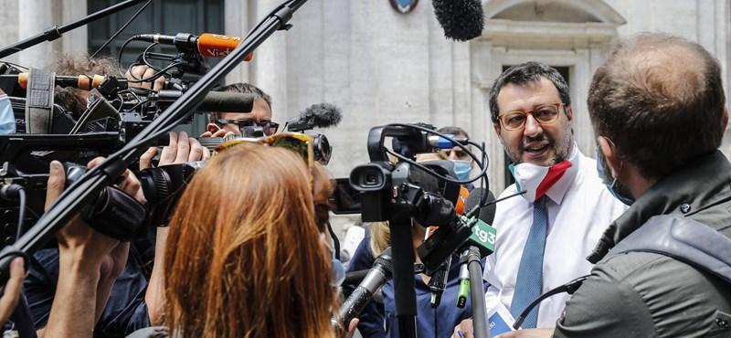 Orbán gratulált Salvininek, mert nem vették el a mentelmi jogát