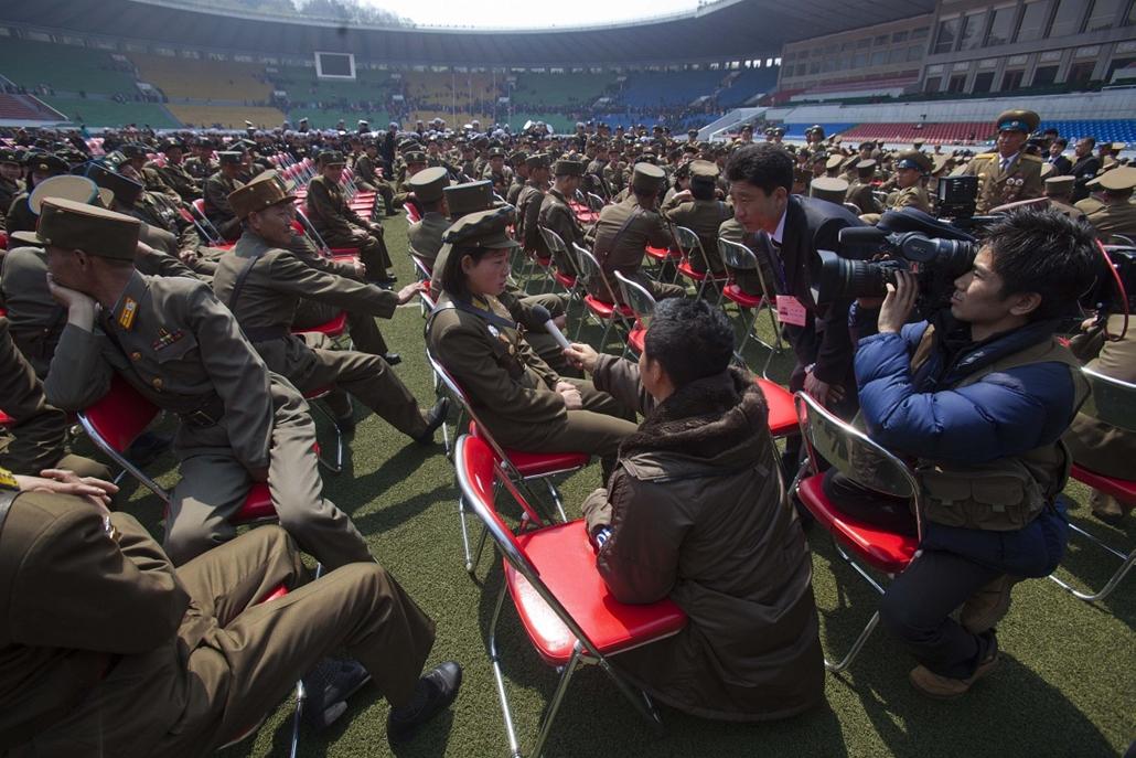 Észak-Korea Kim Ir Szen századik születésnapját ünnepli Partyhard
