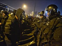 Egy 20 éves fiatalt előállítottak a hétfői tüntetésen
