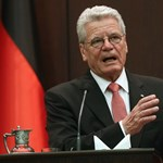 A német egység évfordulója is a menekültügyről szólt