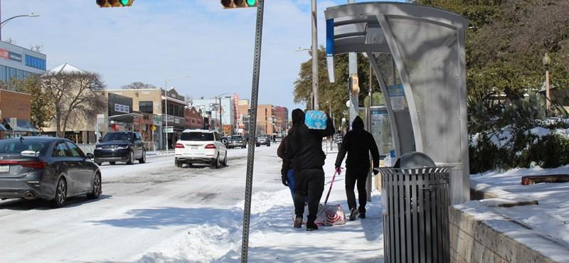 Se tömegközlekedés, se áram – Texas fővárosából meséltek nekünk a hirtelen lecsapó hóvihar következményeiről