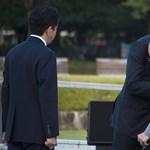 Obama megölelt egy hirosimai túlélőt - fotó