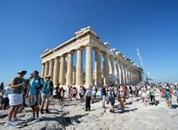 Összedőlt épület, peckesen álló Akropolisz - Felmérik a károkat az athéni földrengés után