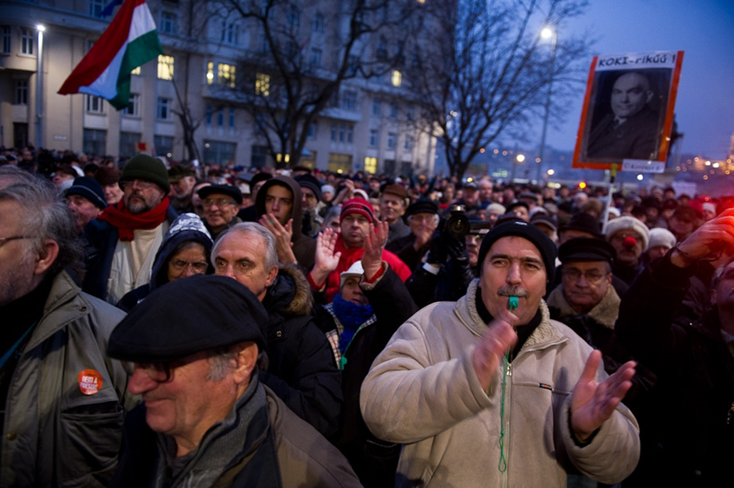 Lmp tüntetése a Kossuth téren