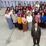 Így él a 39-nejű indiai férfi - 100 szoba, 94 gyermek, 25 anyós