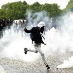 Fotók: Rohamrendőrökkel csaptak össze a párizsi tüntetők