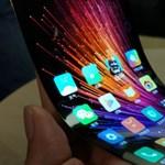 Van remény: az olcsó eszközeikről ismert gyártók is összehajtható telefont terveznek