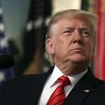 Donald Trump telefont cserélt, és úgy tűnik, nem boldogul vele