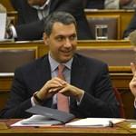 A Fidesz most sem hagyja az út szélén a parlamentből kiszorult képviselőit