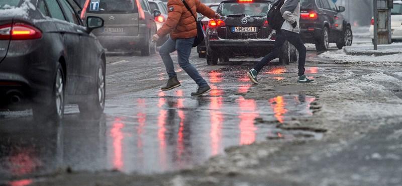 Ónos eső miatt adtak ki figyelmeztetést reggelre