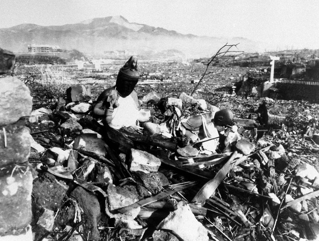 afp.1945.09.24. - Szobor a robbanás után Nakaszakiban - yyyyy - atombomba 70, Nagaszaki, Nagasaki, Hirosima, Hiroshima