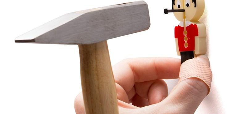 Pinokkió kell ahhoz, hogy kalapáccsal többé ne üssön az ujjára