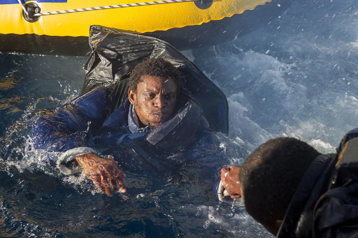 Pokolból a halálba hajóznak a menekültek