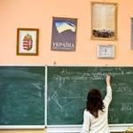 Módosítanák a közoktatási törvényt: gyorsabban kaphatják meg túlóradíjukat a tanárok