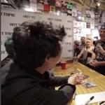A Green Day tagjai előtt kérte meg barátnője kezét egy rajongó
