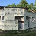 Lebontja az önkormányzat Benkő László fiának Balaton-parti kocsmáját