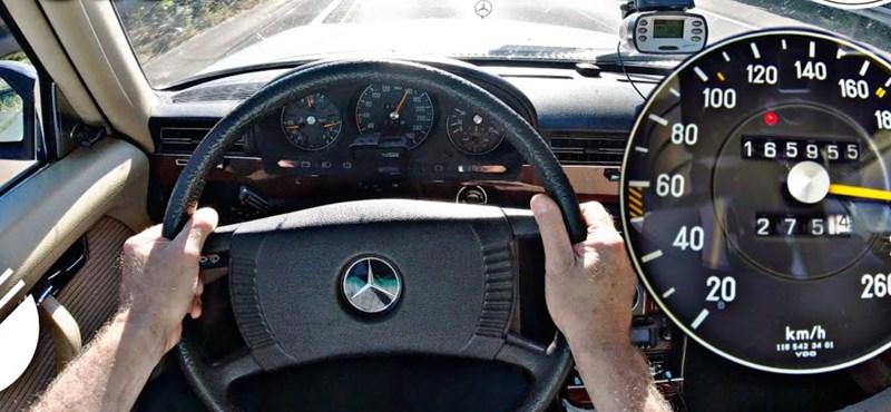 Szépen tartja még ma is a 200-as tempót ez a 1978-as Mercedes 450 SEL