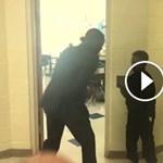 Ráakadtak egy tanárnőre is, aki öleléssel köszönti a gyerekeket